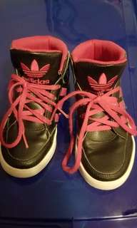 Kids Adidas size: 11k