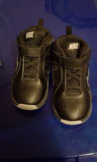 Childrens Nike shoes size: 8C