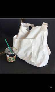 米白側背包