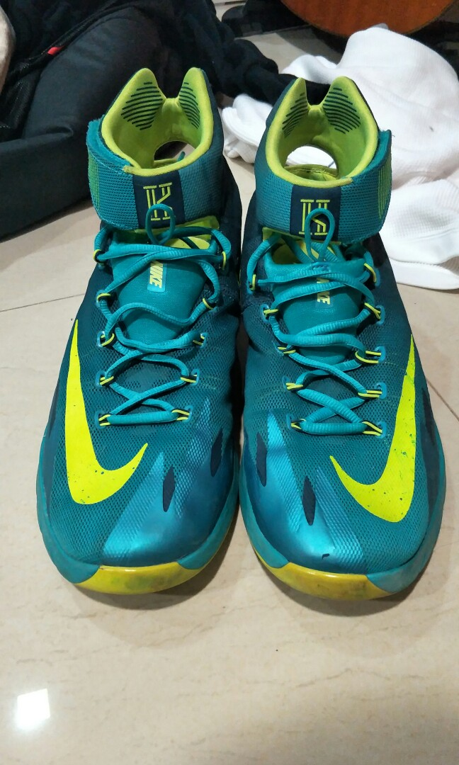 online store 4b0a9 1057f Kyrie hyperrev 2014, Sports, Sports Apparel on Carousell
