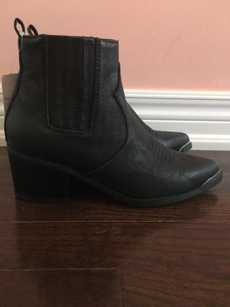 *PRICE DROP* F21 NWT Black Ankle Booties