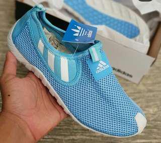 Adidas japau slip on