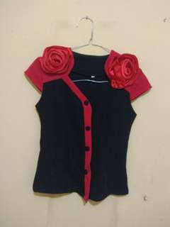 Kemeja hitam bunga merah