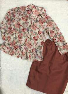 Kemeja floral dan rok span