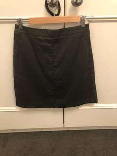 Country road black leather look skirt