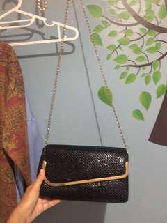 Black pearl sling bag