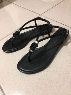 🚚 Charles&Keith 黑色結飾涼鞋