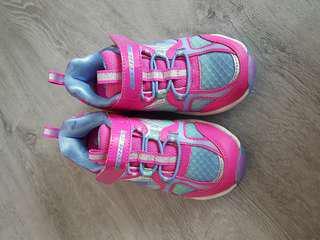 🚚 Skechers girl shoes