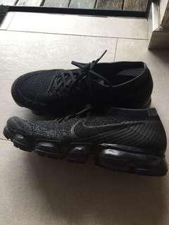 Nike Vapormax triple black 90% new us8