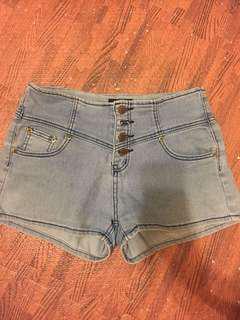 🚚 50元便宜大拍賣⚡️淺色排扣牛仔短褲