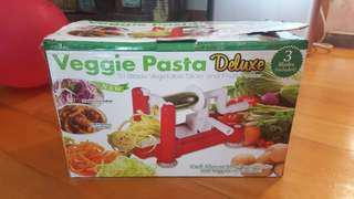 Veggie pasta/ vegetable slicer and fruit peeler