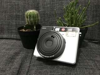 Kamera Instan Polaroid Leica Sofort