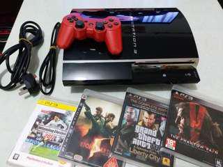 整潔PS3機全套包 💝原裝遊戲x4 ,正版SONY PS3原裝手掣x1,HDMI高清線x1,電源線x1。主機x1(著紅燈要維修,可能散熱器問題。出邊維修大約$200-$300,修理好就可以玩曬所有PS3 PS2 PS1遊戲,PS3經常出現的一個紅燈問題,網上也有大量影片播放紅燈問題),非常值得。就算當作購買/轉手出去 配件原裝PS3 SONY 原裝手掣,四隻遊戲配件都值得。先到先得咯,替屋企人放出👏👏💝💝。,