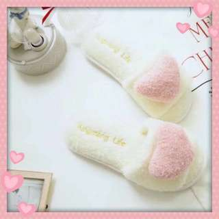 🚚 Pink Heart Bedroom Slippers