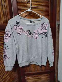 H&M divided gray floral pullover/sweatshirt
