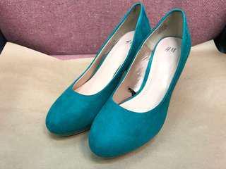 👠 H&M 湖水綠色仿猄皮面高跟鞋