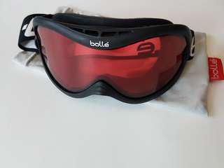 Ski/snowboard goggles