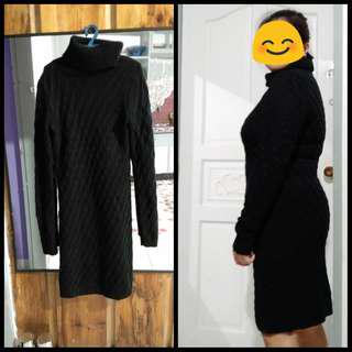 turtle neck black knitted dress