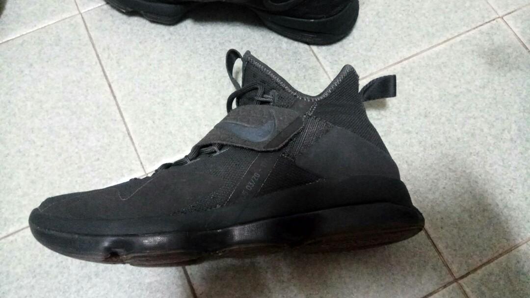 finest selection 9691d b7ced Nike Lebron XIV (14) triple black - Zero Dark Thirty, Men s Fashion ...