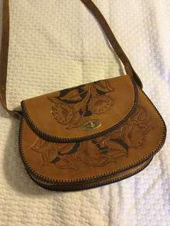 Vintage leather cross body bag/purse in tan