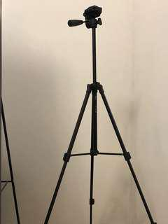 Light Weight Tripod (NOT FOR DSLR CAMERAS)