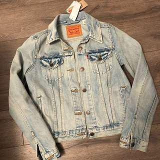 BNWT LEVI'S OVERSIZED DENIM JACKET