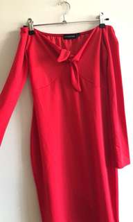 Pretty Little Thing - red off shoulders dress