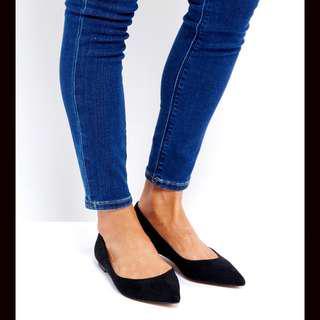 💛 Black Microsuede Pointed Toe Flats (Black)