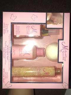 Mariah Carey Luscious Pink gift set