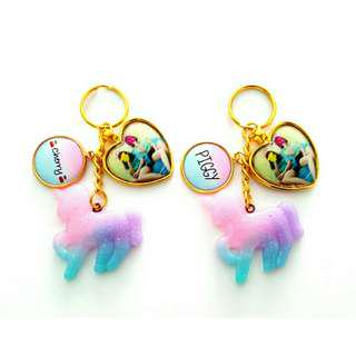 🚚 Customized keychains with ombre unicorn charms