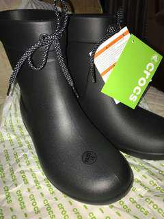 Authentic Crocs ladies boots size 6 fit to 6.5 super comfy bought in US