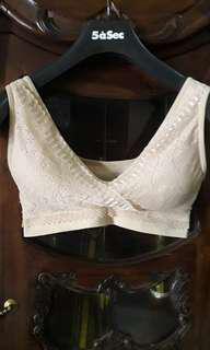 Bra menyusui renda (Lace breastfeeding bra)