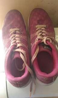 Nike ungu