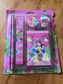 迪士尼公主文具套裝,包郵