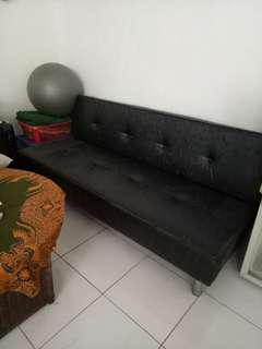 Sofa bed hitam