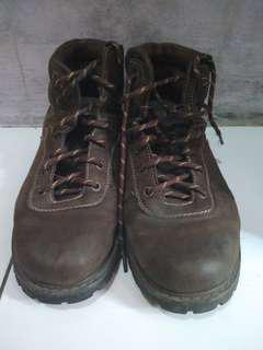 Sepatu gunung merk Jim Jocker. Size 43.