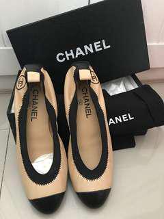 NEW Chanel Ballerina Shoes Beige Black