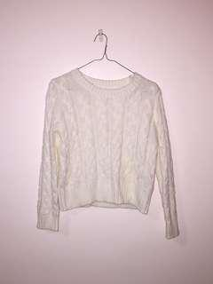 White jumper (woollen)