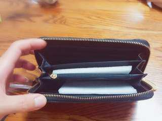 🚚 LOMANI羅曼尼黑色牛皮長夾,兩邊夾層,兩邊各四個卡夾,中間鈔票夾層和零錢拉鍊夾