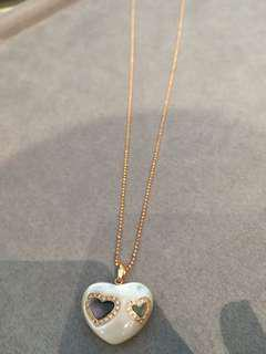 Mother of pearl with engraved heart diamond details necklace rose gold