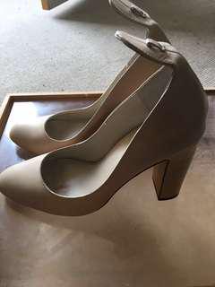 WINDSORSMITH nude heels