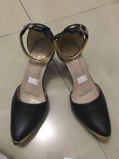 AGUSTUSAN SALE‼️black heels