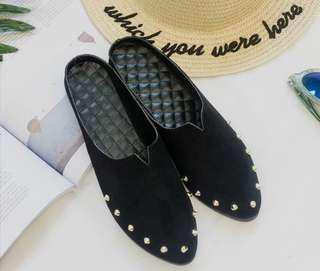 新的黑色半拖平底鞋款鍋釘韓款女仔鞋
