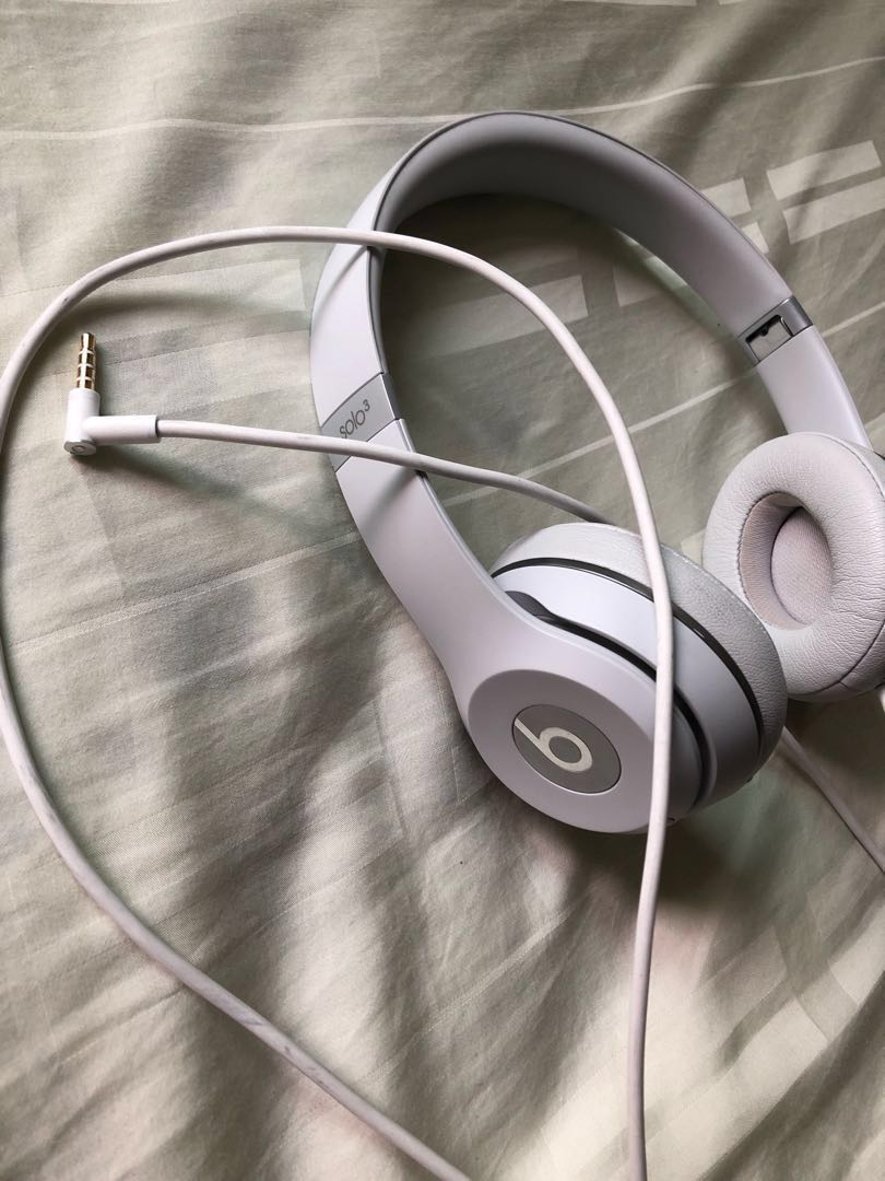Authentic Beats solo 3 wireless headphones