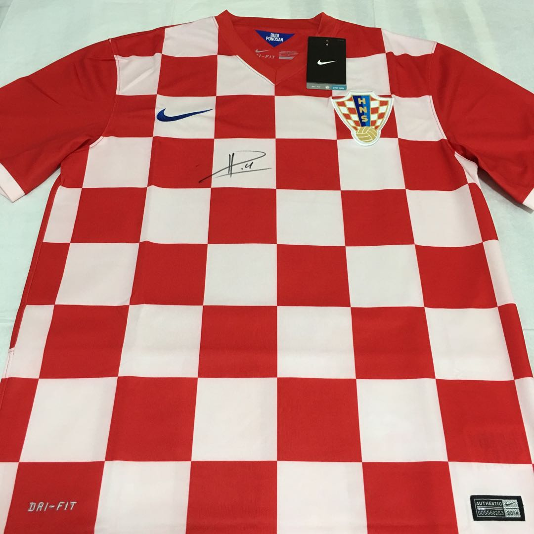 e56515bd4 BNWT  Croatia World Cup 2014 Home Jersey Signed by Ivan Perisic ...
