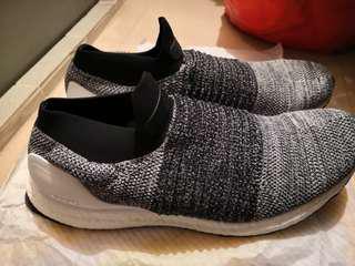95%新Adidas Ultraboost Laceless灰黑色