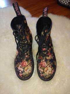 Doc Martins Floral Black (UK6/EU39)