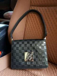 CHEAP! LV Limited Edition Black Damier Vernish Cabaret thn 2000 size 22x18x8 with replacement dustbag.