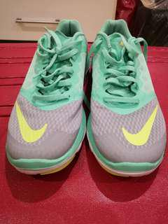 Pre loved nike running shoes