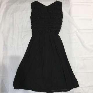 Bodyfit flower motif black dress